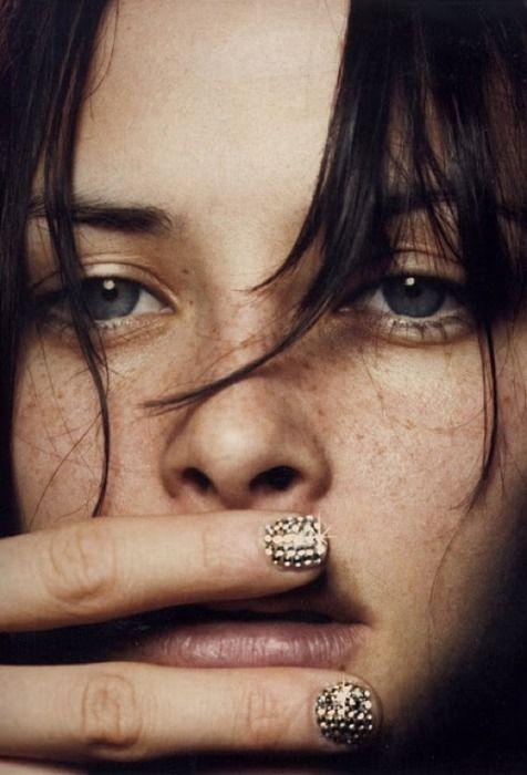 Model Tasha Tilberg rocks amazing gold rhinestone nails in a Jil Sander ad/lookbook for SS01. {Photo credit: Craig McDean.}Nails Art, Gold Nails, Awesome Nails, Beautiful, Studs Nails, Rhinestones Nails, Bling Nails, Creative Nails, Nails Guide