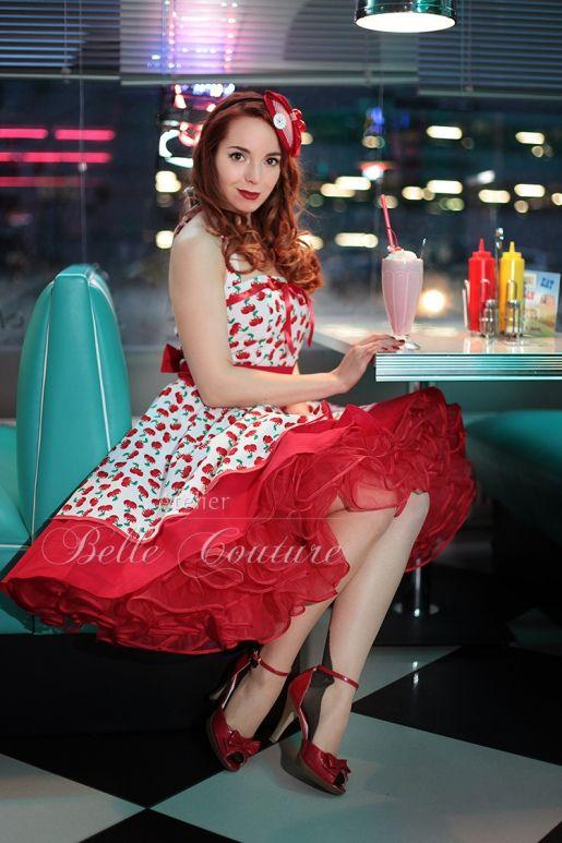 Atelier Belle Couture   Petticoatkleid Rockabillykleid mit Kirschmuster