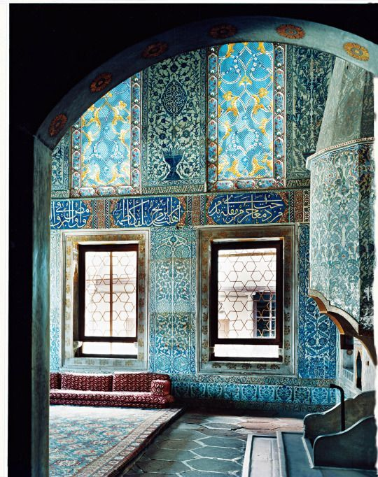 Teal tiles from floor to ceiling for an opulent look