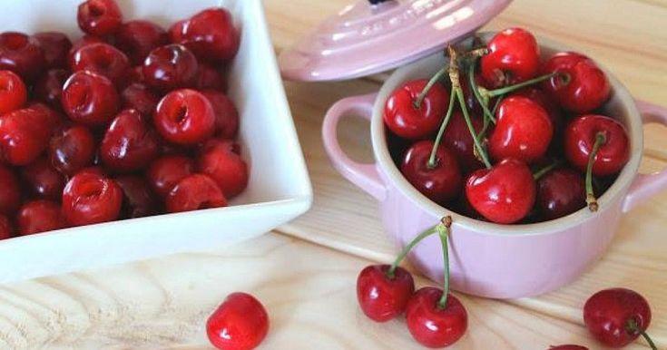 3 trucos para deshuesar cerezas de forma fácil y rápida (y recetas para usarlas después)