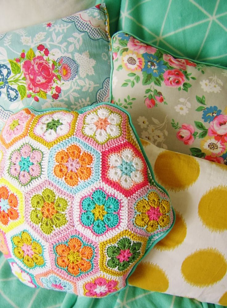 motleymakery:  DIY African Flower Hexagon Pillow: Lovely Crochet Tutorial from silly old suitcase. Free Pattern for the African Flowers from The Yvestown Blog.