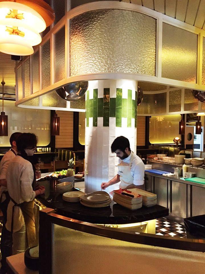 Pac ficobilbao es un restaurante dise ado por l zaro rosa for Restaurante azulejos