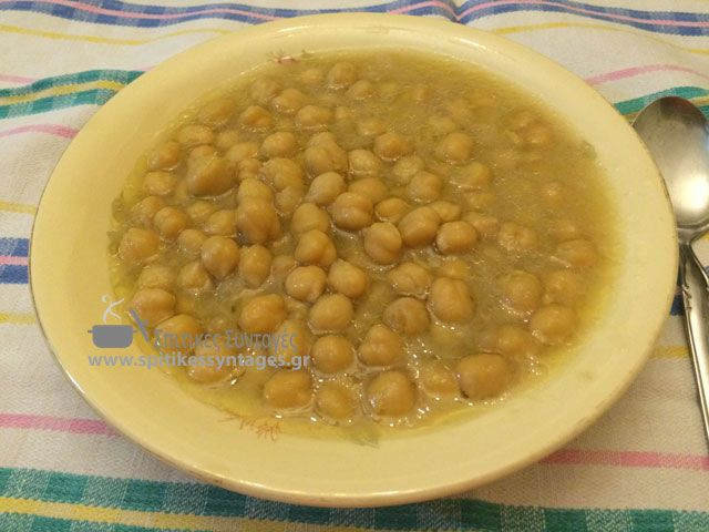 Η σούπα με ρεβύθια (και λεμόνι) είναι μια από τις πιο θρεπτικές και πιο νόστιμες σούπες της παραδοσιακής μας κουζίνας. Η συνταγή της είναι πολύ εύκολη.