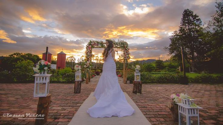 Sweet sunset for an amazing wedding photography. Hermosa fotografía de boda al atardecer. #Bride #Novia