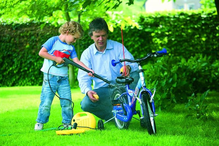 An Amazing Pressure Washer just for Kids! Let your children help you clean the car with their very own Karcher Pressure Washer! Check this out now!