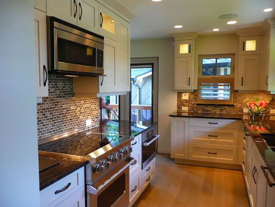 Over-the-Range Microwaves For Us Holdouts - {I like the pictured kitchen's layout --- very similar to mine in size}