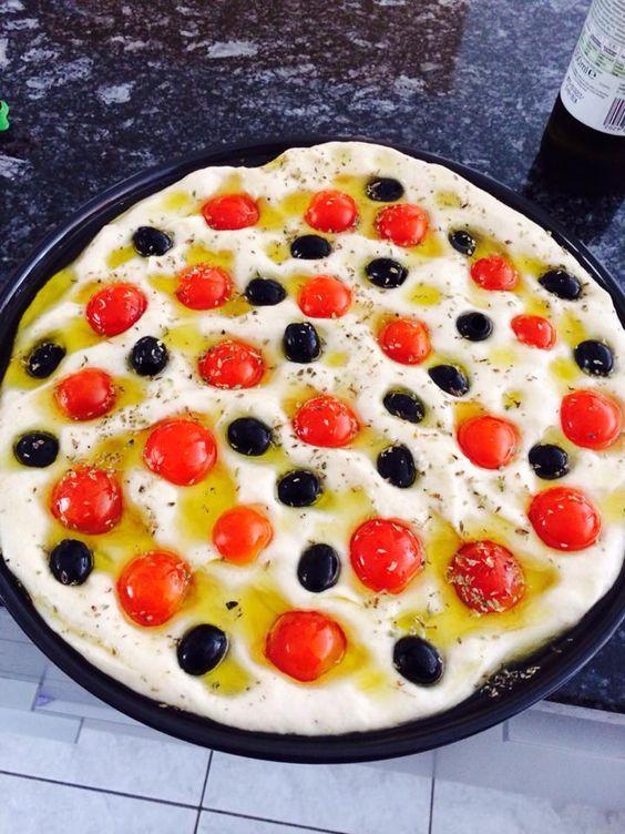 Focaccia barese Bimby olive e pomodorini