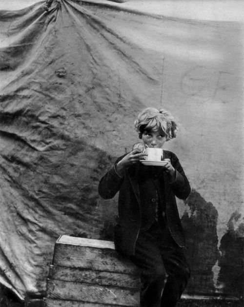 Bill Brandt - Circus Childhood, 1934. °