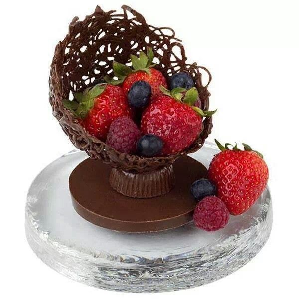 Chocolate bowlChocolates Fruit, Fruit Cups, Chocolates Bowls, Filigre Fruit, Chocolates Cups With Fruit, Peanut Butter Cups, Desserts Tables, Desserts Chocolates, Cake Toppers