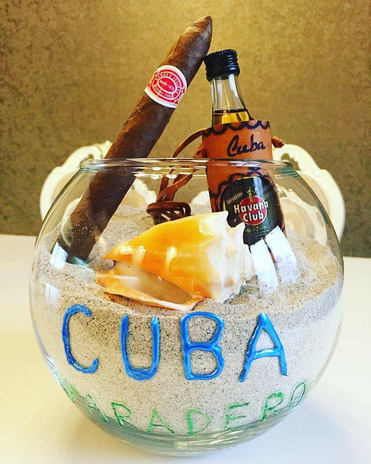 Я не Я если не привезу с собой песка  на этот раз оформила так   без рома на Кубе никуда  те же дела и с сигарой  на заметку  тёмный ром с колой называют там #cubata  белый ром с колой #cubalibre  хорошего вечера сеньоры и сеньориты  #cuba #varadero #varaderocuba #habana #havanaclub #ром #ракушка #seashell #sigara #romeoyjulieta#песок #моя #коллекция #коллекцияпеска #пополняется  #travelgram #instatravel by missis_zinina