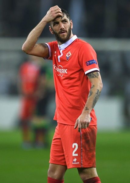 Fiorentina's defender and captain from Argentina Gonzalo Rodriguez reacts after the UEFA Europa League round of 32 first-leg football match between Borussia Moenchengladbach and Fiorentina in Moenchengladbach, western Germany on February 16, 2017. / AFP / PATRIK STOLLARZ