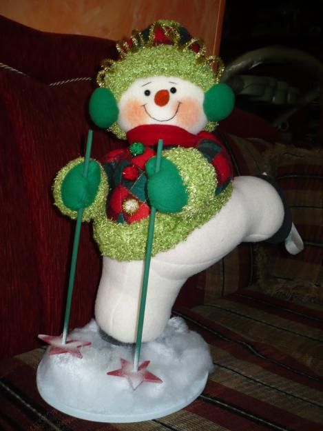 Hoy te tengo los moldes para confeccionar este fabuloso y divertido muñeco de nieve esquiador. Seguro que será una opción excelente como regalo, y por supuesto para decorar en Navidad tu hogar. Imprime los moldes en hoja tamaño carta.