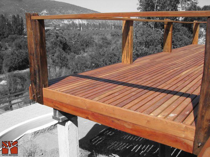 Nativo Redwood. Terraza en casa en Cajón del Maipo, estructura Deck para terraza elevada con tablas de maderas nativas de roble rústico de 25 mm x 3`` ancho x ML y baranda con pilares de 8x8.  www.nativoredwood.com contacto@nativoredwood.com