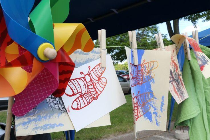 Atelier de sérigraphie «La nature du Québec» avec l'artiste Alejandra Basañes. Offert à l'occasion des fêtes de district de la ville de Trois-Rivières (été 2016)