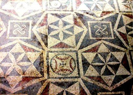 Mosaici e piastrelle geometriche nel post-paleolitico