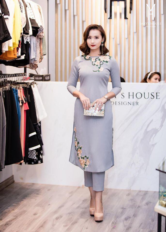 Diễn viên Lã Thanh Huyền trong trang phục áo dài cách tân