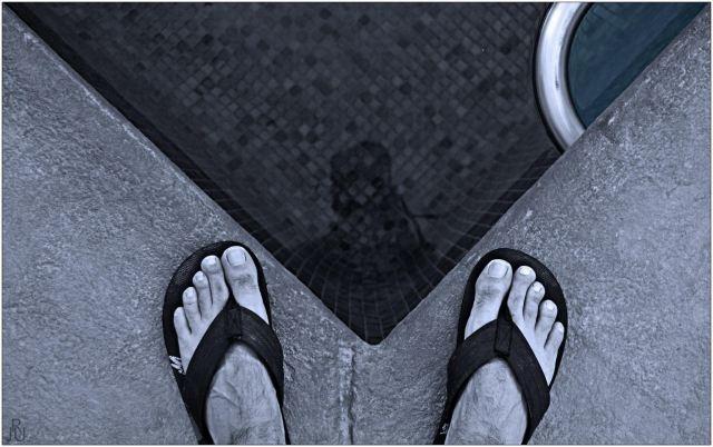 Título: Al borde de la piscina Lugar: Son Ferrer, Mallorca Autor: Javier Reyes Ucero Texto: Al borde de la piscina, 36º, olvidas preocupaciones, trabajo y te relajas...