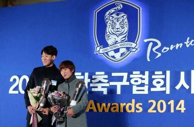 Son Heung Min e Ji So Yun são nomeados os melhores jogadores de futebol sul coreano de 2014