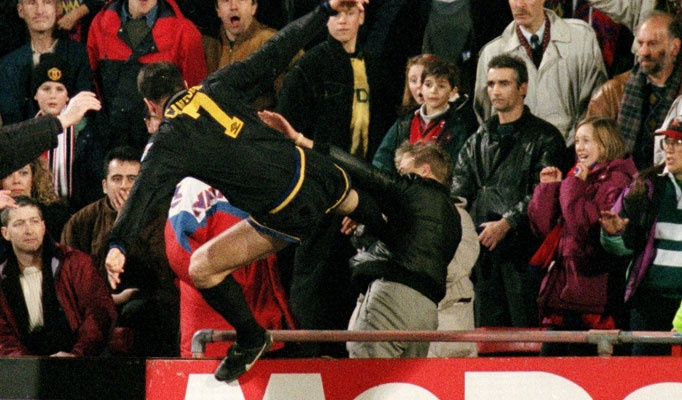 Eric Cantona on Matthew Simmons: Crystal Palace vs. Manchester United, 25 Jan 1995