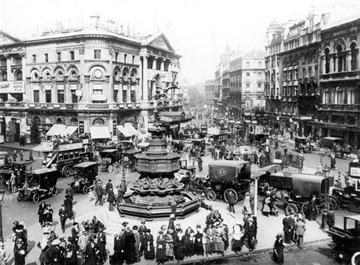 Piccadilly Circus, looking towards the London Pavilion 1913