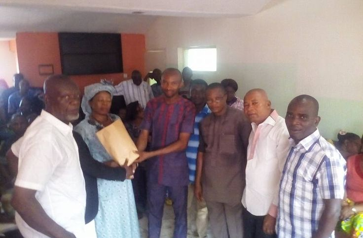 A total of two hundred traders across the thirty one local government area of Akwa Ibom State today smiled home as one of their own and president associations of Petty Business Men Pastor Samuel Moses went home with a cash donation of five hundred thousand naira (#500000) by HE the governor of Akwa Ibom State Mr Udom Emmanuel.   Addressing the traders at tevoli hotel uyo the state governor Mr Udom Emmanuel who was represented by the special assistant to the Akwa Ibom State governor on Trade…