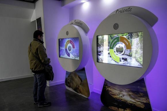 Anfitrionas virtuales, hologramas en 3D y pantallas curvas llegan al museo de la Mitad del Mundo   ANDES