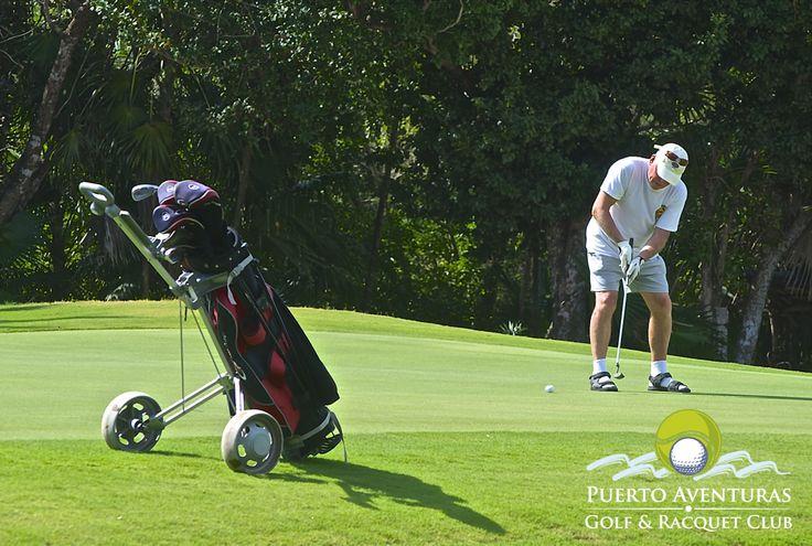 El Campo de Golf abre todos los días a partir de las 7:30 am hasta el anochecer y los Carros de Golf no son obligatorios