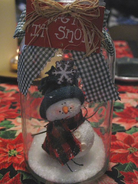 TONS of ideas to use your mason jars.  Great ideas. mason jar snowman craft