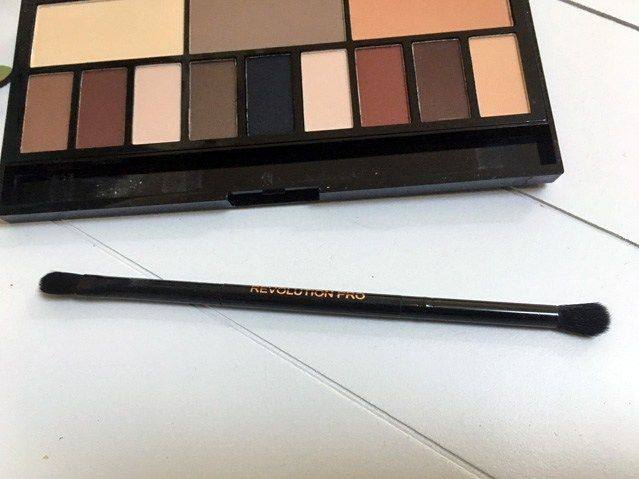 makeup revolution light and shade palette review penseel