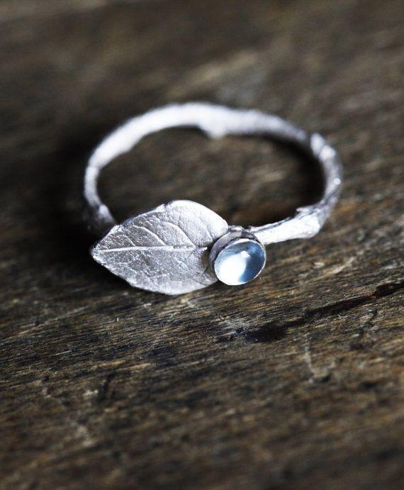 Hoja rama anillo anillo élfico de la rama de plata esterlina, anillo de piedras preciosas Topacio, ramita joyería, diciembre Birthstone anillo, topacio azul, anillo de compromiso