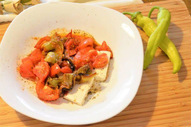 Πιπεριές τηγανητές με Ντομάτα και Φέτα #cookpadgreece #piperies #feta