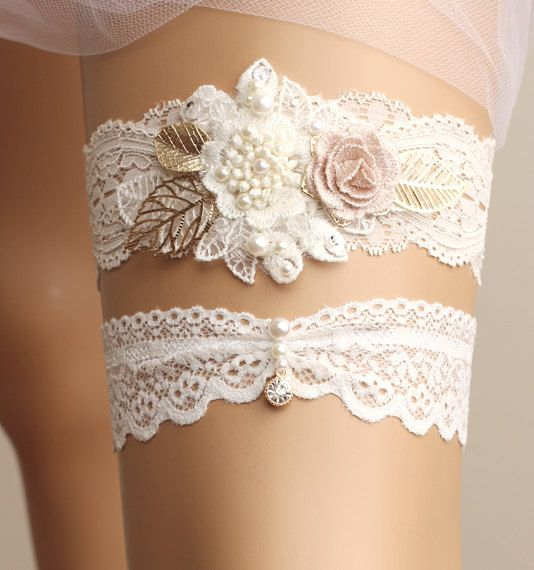 *Gorgeous handmade flower motif lace garter set It's perfect for your special day!  *Size Please measure around thigh with a soft measuring tape and