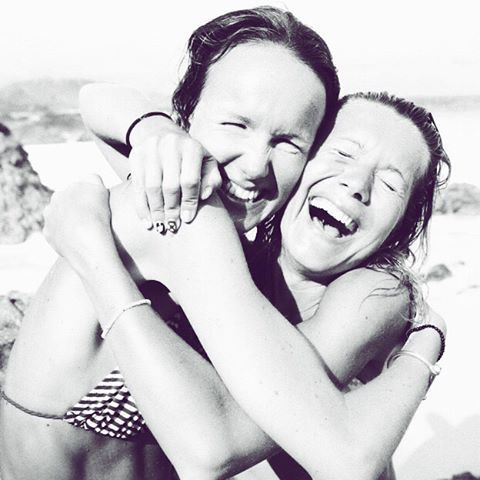 Happy birthday to my beautiful, funny, inspiring little sister @evelienjoos 🐡🐩🍖🏏🎳🏎🖨🚸 #TBT #stbarths #happybirthday #goodmorning #laughing #sisters #evelienjoos #nataliejoos #emojis #FF #model #purse