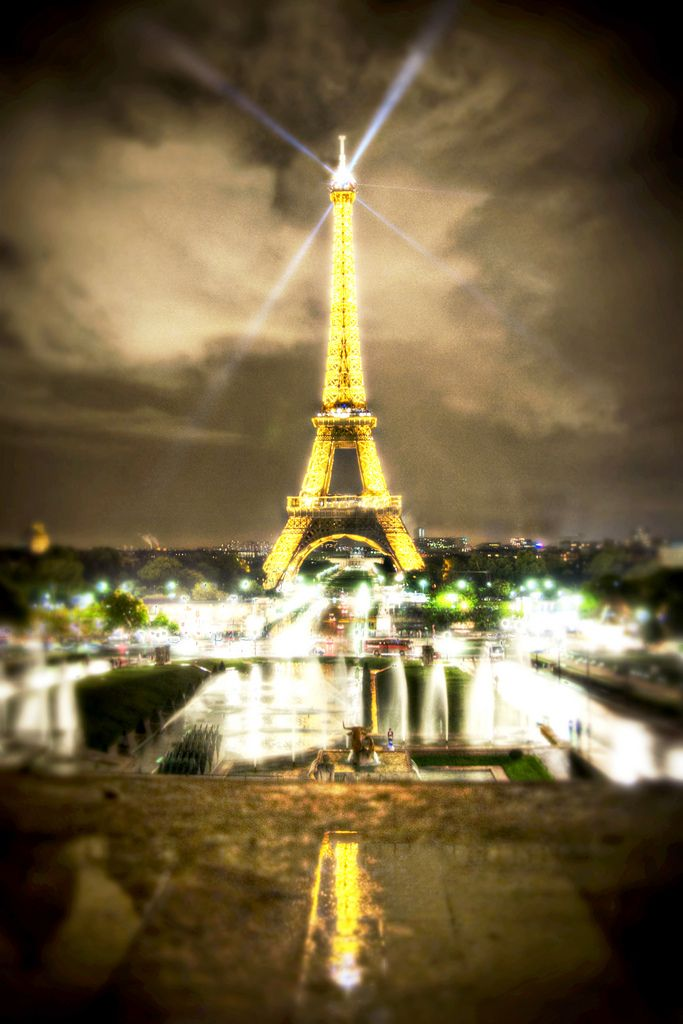 The best way to see Paris on a budget? Camp! Yup, there's a campground right in the city and it's great! >>> Only about $ 20 for 2 people a night!: Paris 3, Tours Eiffel, Towers Paris, Favorite Places, Paris Travel, Eiffel Towers, Paris France, Citypari Travel, Visit Paris