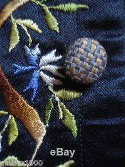 Gilet d'homme ancien en soie brodée antique gents embroidered waistcoat