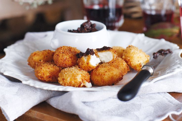 Goat's cheese fritters #picnic #ValentinesDay http://www.taste.com.au/recipes/23371/goats+cheese+fritters