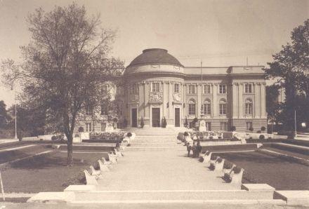http://epiteszforum.hu/gyorgyi-denes-1886-1961-epitesz-emlekkiallitasa-a-hap-galeriaban