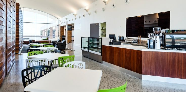 The Blue Mountains Cultural Centre features the Blue Mountains City Art Gallery and World Heritage Exhibition which is devoted to education about the distinctive environment, history and culture of the Blue Mountains region