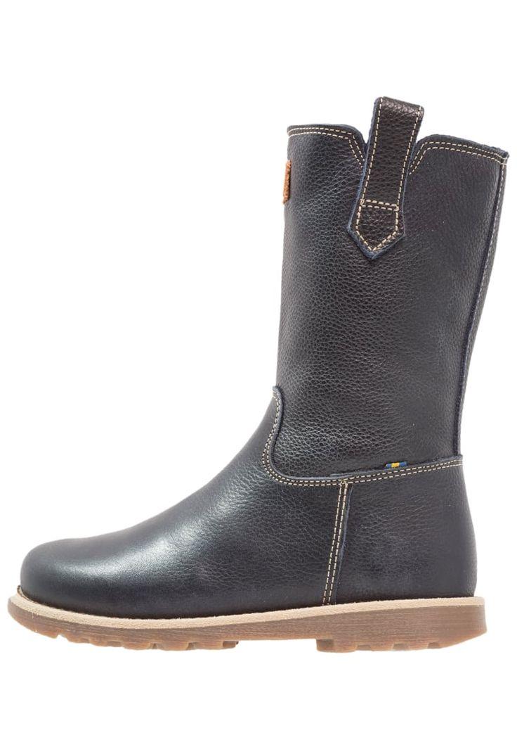 ¡Consigue este tipo de zapatillas altas de Kavat ahora! Haz clic para ver los detalles. Envíos gratis a toda España. Kavat SKOGHALL Botas blue: Kavat SKOGHALL Botas blue Zapatos | Material exterior: piel, Material interior: tela, Suela: fibra sintética, Plantilla: tela | Zapatos ¡Haz tu pedido y disfruta de gastos de enví-o gratuitos! (zapatillas altas, high, high-tops, high top, alta, bota, bota, botas, boot, boots, hohe sneakers, tenis altos, chaussure à talons, scarpe da ginnast...