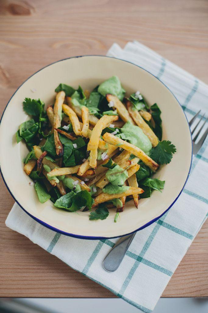 Domowe frytki z warzywami i sosem z awokado |