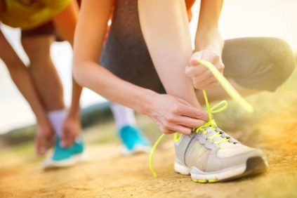 Täglich sich zu bewegen hält fit, ist aber auch der beste Schutz vor Krebs. Dass Sport Krebs vorbeugt, ist schon länger bekannt. Doch jetzt gehen Mediziner noch einen Schritt weiter. Ein neues, von Ärzten entwickeltes Punktesystem hilft dabei, sich genug zu bewegen und sich so auch mit der richtigen Dosis Sport wirksam vor Krebs zu schützen. Wie das funktioniert, erklärt der renommierte Onkologe Thomas Widmann.