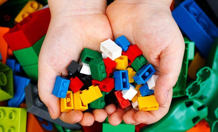 Handig: juf legt rekenen uit met LEGO