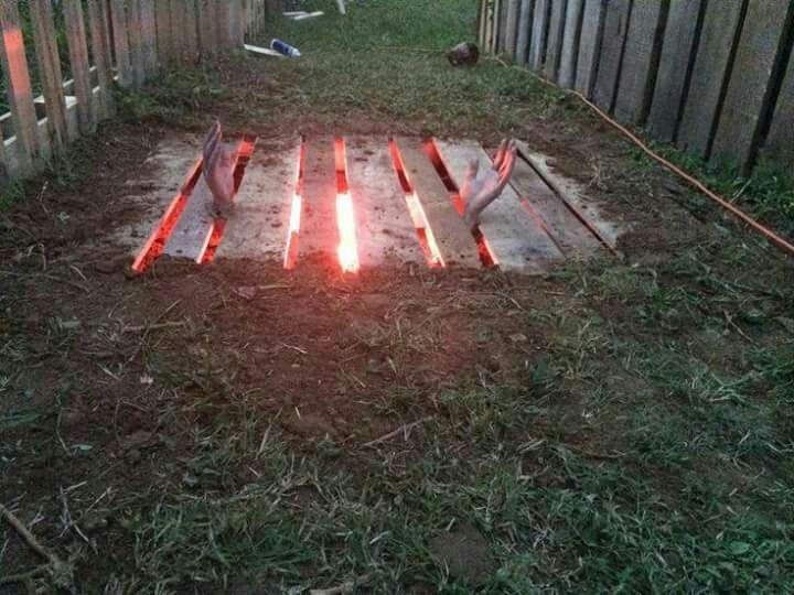 one pallet one red light some light digging a pair of hands and cool halloween ideashalloween - Scary Halloween Decorating Ideas