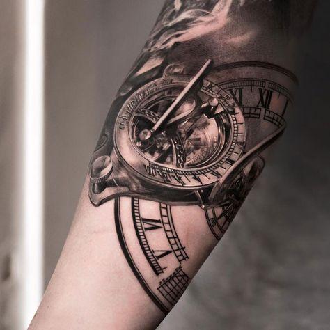 Los tatuajes de los relojes son tatuajes con mucho significado, ¿quieres saber más y ver algunos ejemplos?
