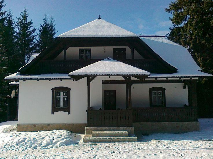 adelaparvu.com despre casa traditionala romaneasca Colibita, proprietar Doru Munteanu,  caliman.ro centru sport (2)
