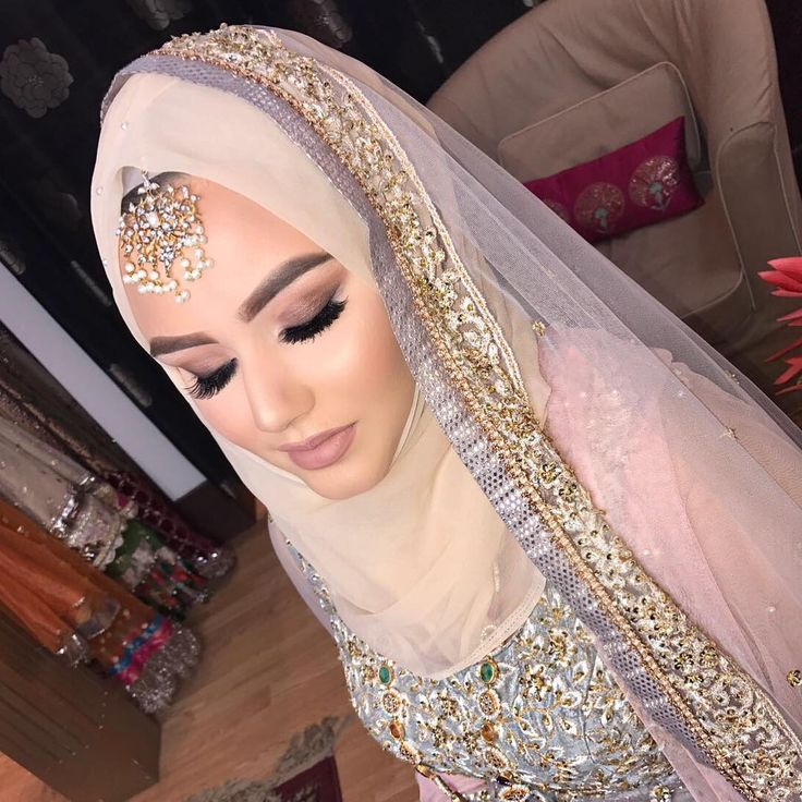 "908 Likes, 13 Comments - Humaira Waza | Hijab Stylist (@humairawaza) on Instagram: ""Yesterday at the @asianbrideme show with @juliealimakeup had so much fun demonstrating how to…"""