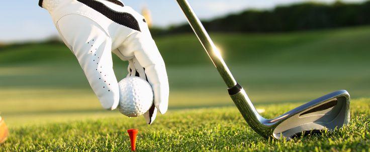 Práctica golf y mucho más cerca de nuestra finca; y si te gusta el pádel podrás jugar en nuestra propia pista exclusiva para los clientes de @FincaSeguro