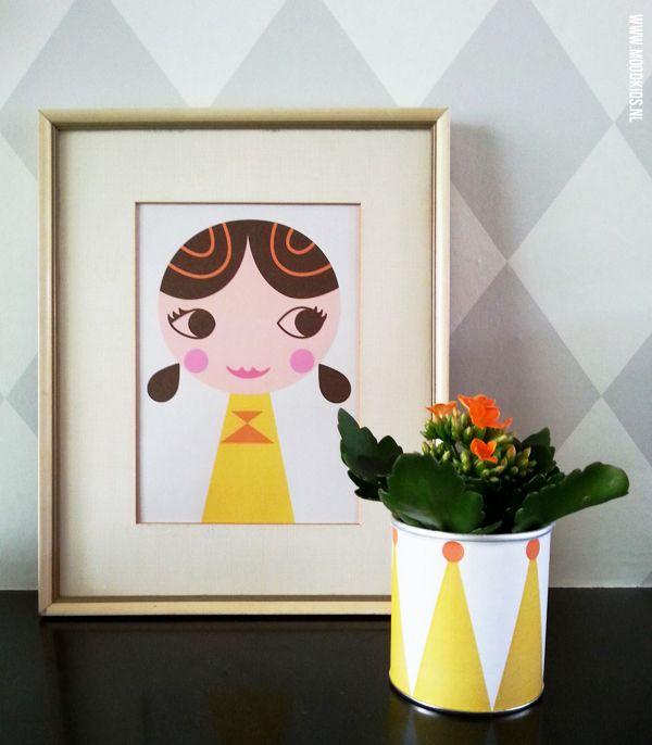 DIY Oranje Boven......Pimp je huis Oranje met deze gratis Koningsdag Printable. Speciaal voor een Pringles Doosje.....   Liza Veenendaal van Moodkids.nl