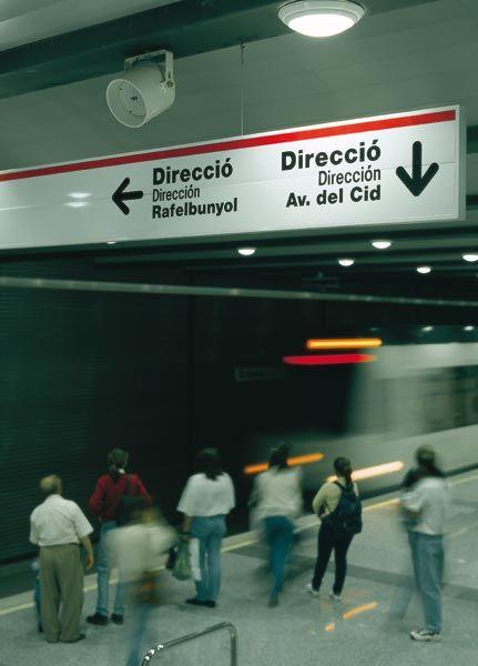 METRO VALENCIA. Señalización interior de metro.