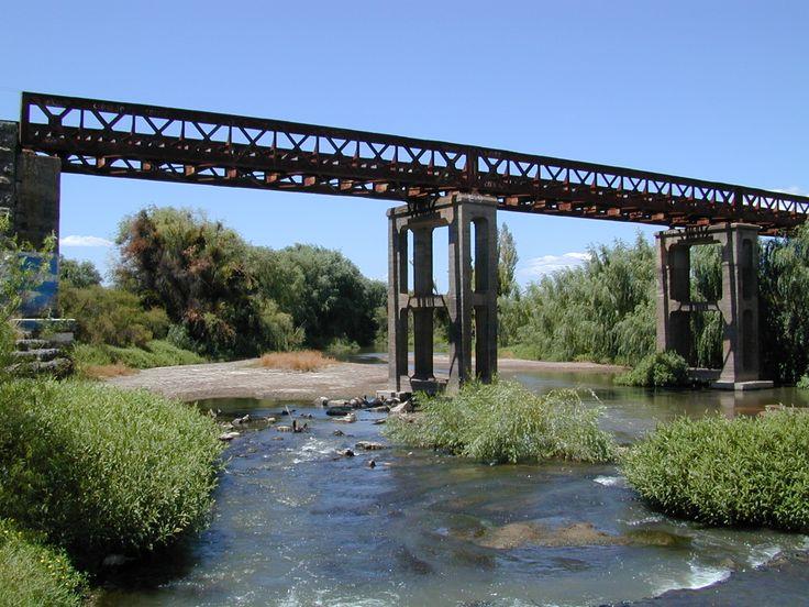 Corinto, Chile. Puente FFCC sobre estero Corinto.